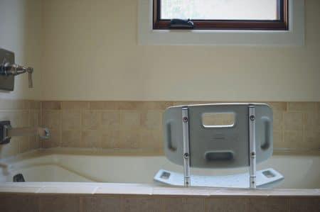 shower chair wtih back in bathtub